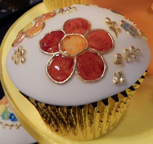 cloisonne cupcake