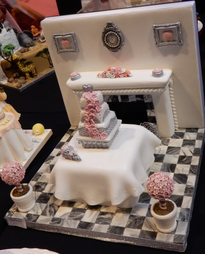 mini cake scene