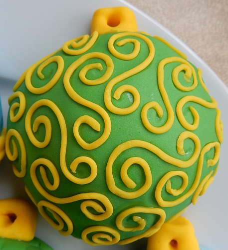 scrollwork ornament cookie