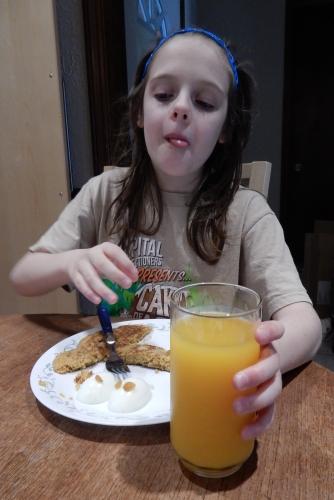 Peo eating