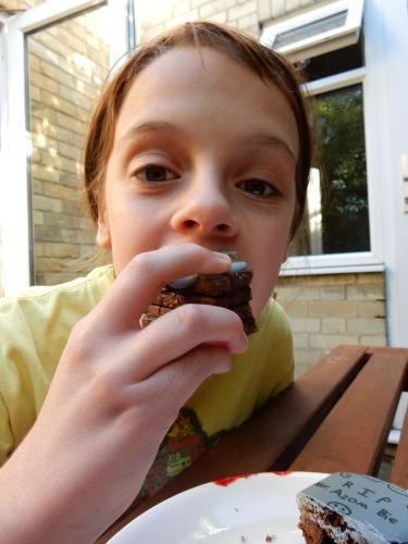 peo eating cookie