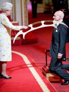 Queen uses bat'leth